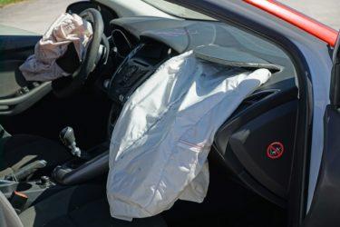 自動車保険に加入しているが、エアバッグを取り外しても保険会社に報告しなくて大丈夫?